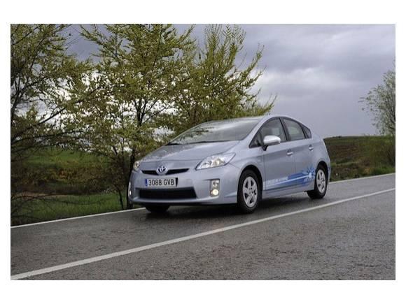 Comparativa: Opel Ampera vs Toyota Prius