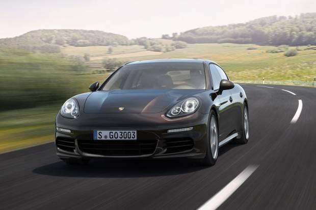 Video: Un Porsche Panamera de hielo modelado a golpe de soplete