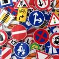 Prioridad entre señales de tráfico y aplicación