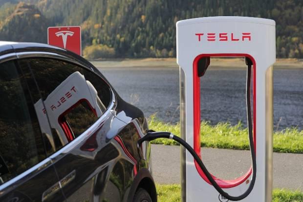 Tesla patenta un sistema láser para limpiar los parabrisas