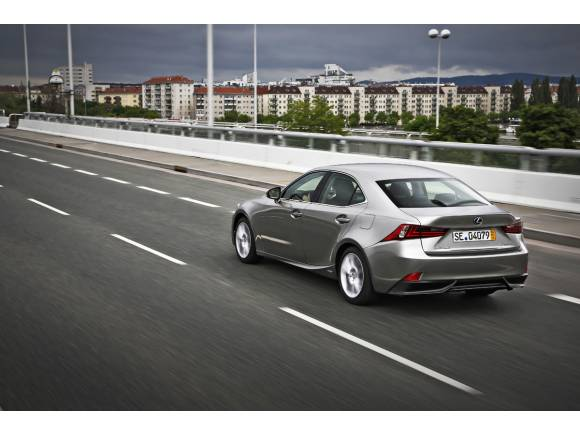 Lexus IS 300h, el nuevo híbrido sustituye al diésel