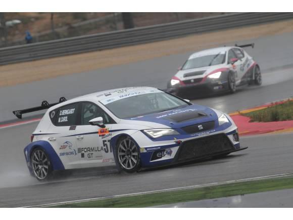 Àlex Crivillé y Jordi Gené pilotando un Seat León Cup Racer en Alcañiz