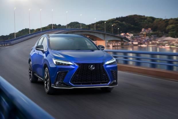 Nuevo Lexus NX 2021: híbrido enchufable, revolución interior y diseño evolutivo