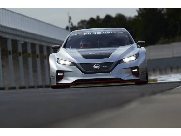 Nissan ya tiene su coche de carreras eléctrico: Leaf NISMO RC