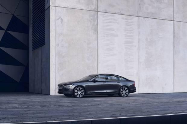 Volvo renueva sus S90 y V90 e incluye motores híbridos ligeros