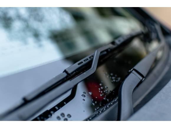 ¿Para qué sirve la banda de puntos del parabrisas de un coche?