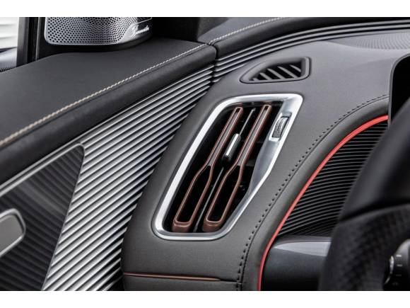Mercedes presenta el EQC, su primer coche eléctrico