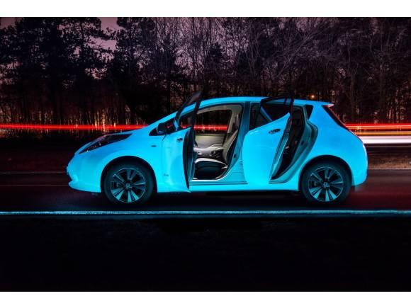 Nissan crea la primera autopista que brilla en la oscuridad