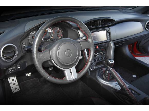 Prueba: Toyota GT86 contra Peugeot RCZ: Propulsión o tracción