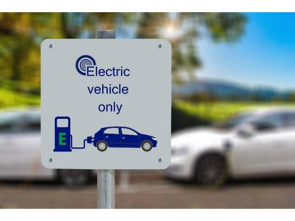 Una empresa te carga el coche eléctrico si te quedas sin batería