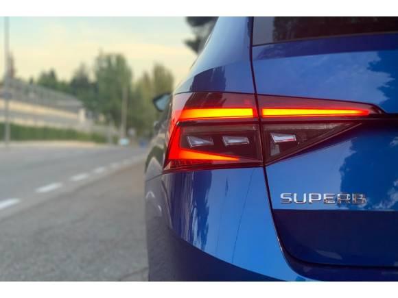 Prueba del Skoda Superb iV combi Sportline PHEV: precio, opinión, datos,...