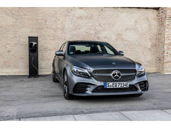 Nuevo Mercedes C 300 e, híbrido enchufable gasolina-electrico