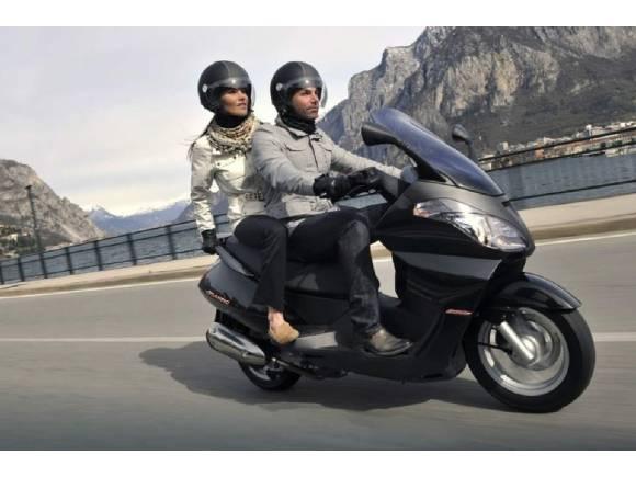 ¿Pueden ir dos personas en moto durante el estado de alarma por coronavirus?