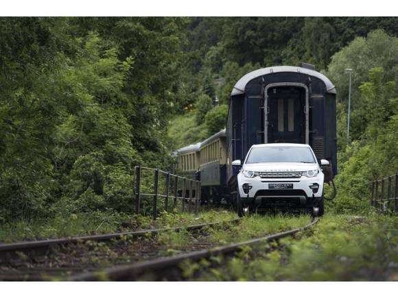 El Land Rover Discovery Sport remolca un tren de 100 toneladas