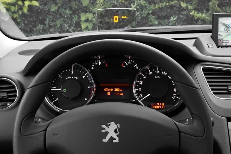 El 5008 lleva equipamientos de ayuda a la conducción de última generación