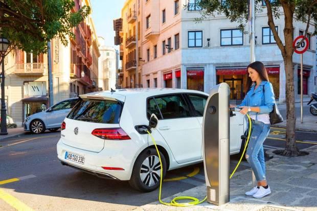 16 nuevos puntos de recarga públicos para coches eléctricos en Zaragoza