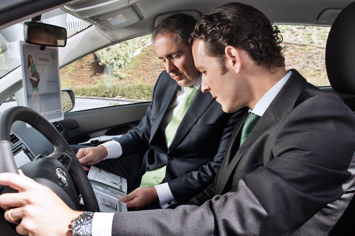 venta coches: Cómo se hace un contrato y documentación necesaria