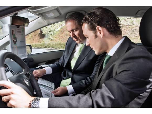 Compra-venta coches: Cómo se hace un contrato y documentación necesaria