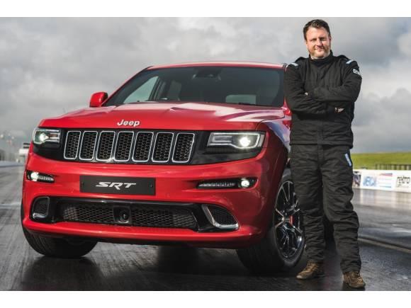 Vídeo: el Jeep Grand Cherokee SRT se bate con un HEMI Hot Rod Coupé