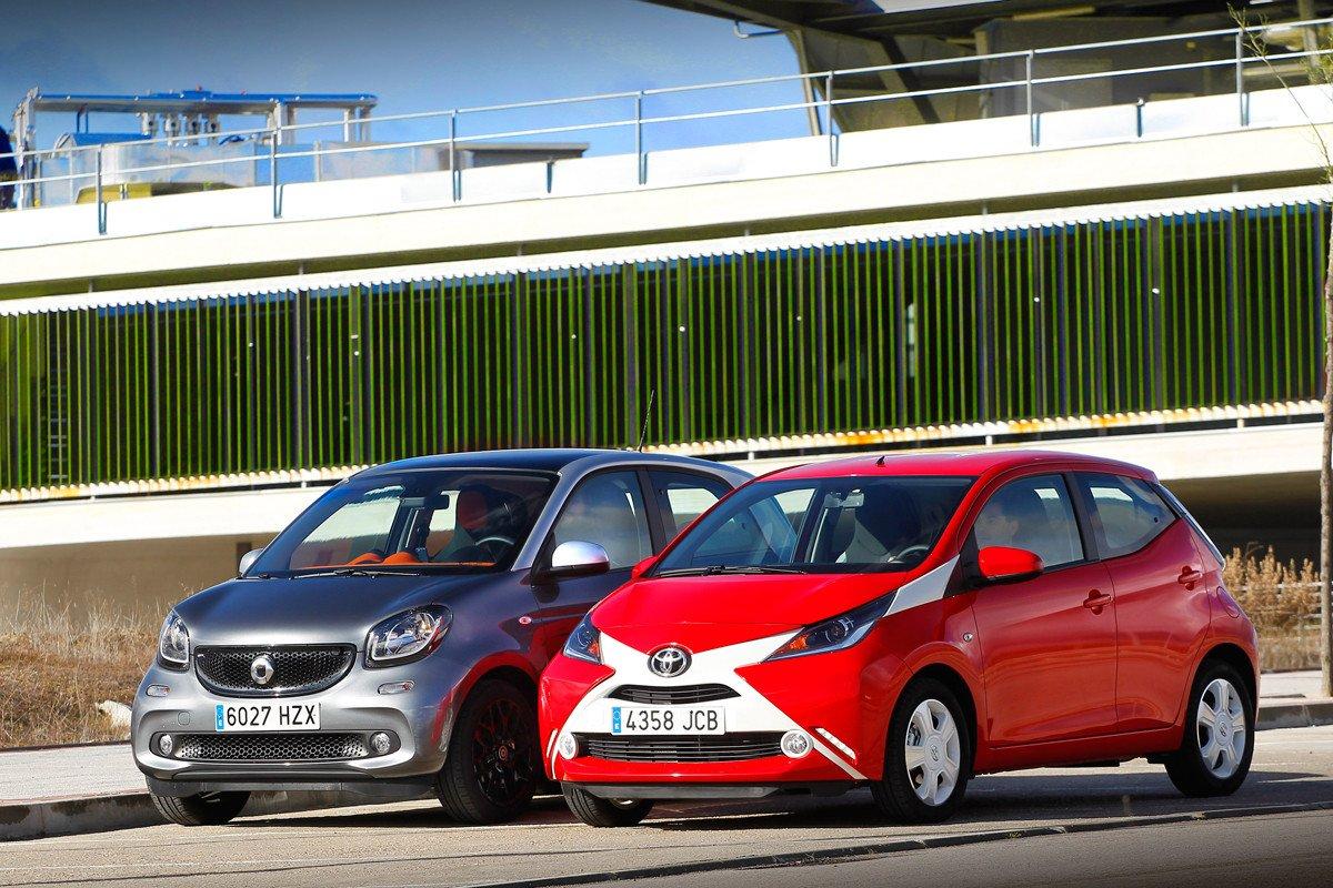 Comparativa Toyota Aygo Contra Smart Forfour