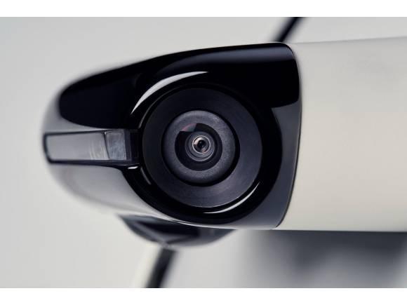Historia del retrovisor: del espejo de mano a las cámaras