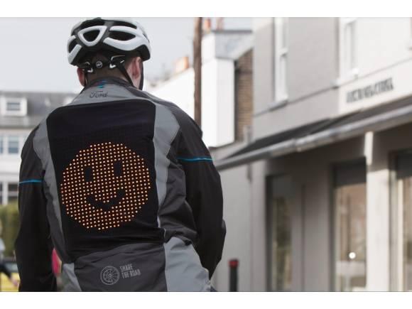 VÍDEO: Ford crea la 'chaqueta emoji' para mejorar la comunicación de los ciclistas