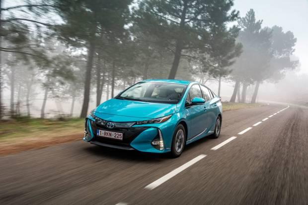 Nuevo Toyota Prius Plug-in: así es el nuevo híbrido enchufable con techo solar