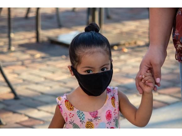 Vuelta al cole: recomendaciones para los niños sobre el uso de la mascarilla en el coche