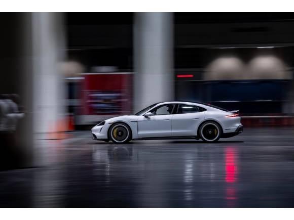 VÍDEO: El Porsche Taycan, récord de velocidad... ¡En un edificio!