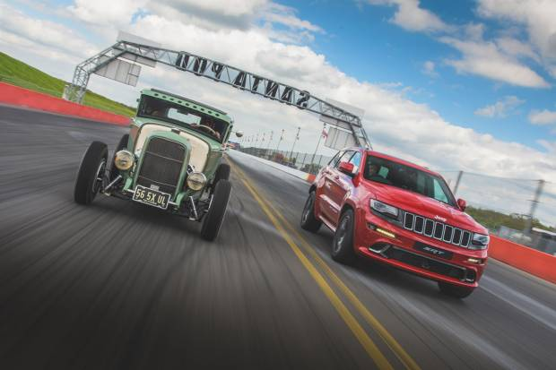 Vídeo: el Jeep Grand Cherokee SRT se bate con un HEMI Hot Rod Coupé