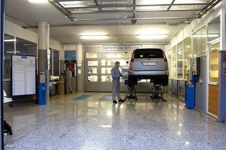 Hay empresas que te llevan el coche al taller y se encargan de su mantenimiento