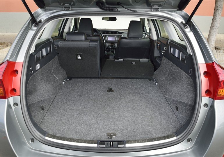 prueba toyota auris touring sports y auris hybrid touring sports. Black Bedroom Furniture Sets. Home Design Ideas