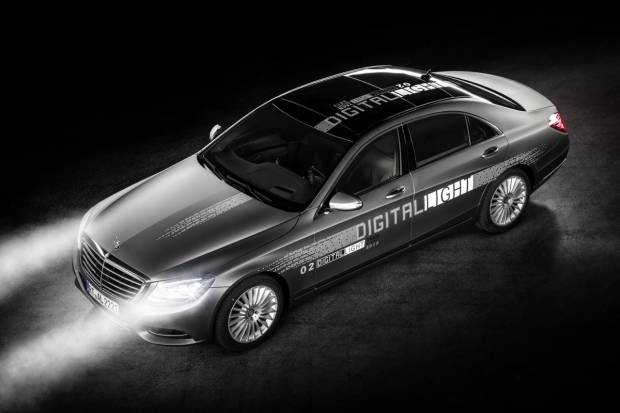 Mercedes revoluciona la iluminación del automóvil con sus Faros Digitales