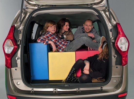 rLa capacidad de un monovolumen para transporta una familia y sus bultos es incuestionable.