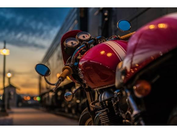 Madrid prohibirá aparcar motos, bicicletas y patinetes sobre la acera