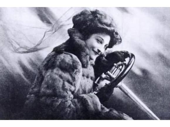 Dorothy Levitt: la mujer tras el invento del espejo retrovisor