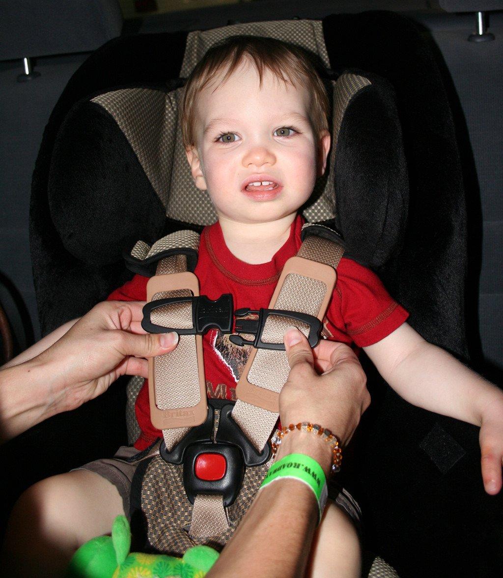 Cu ndo pueden ir los ni os en los asientos delanteros del for Asientos infantiles coche