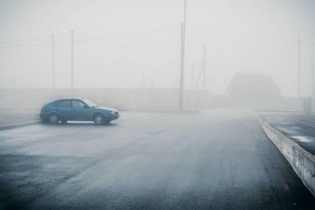 ¿Te da miedo conducir con niebla? Te damos 8 claves para que vayas seguro