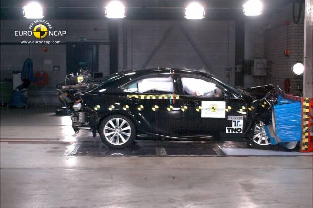 El Mazda 6 y el Lexus IS 300h obtienen 5 estrellas EuroNCap