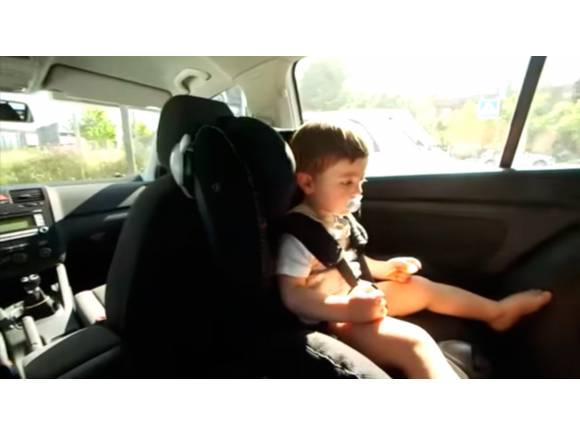Por qué un niño no puede quedarse ni diez minutos en un coche cerrado