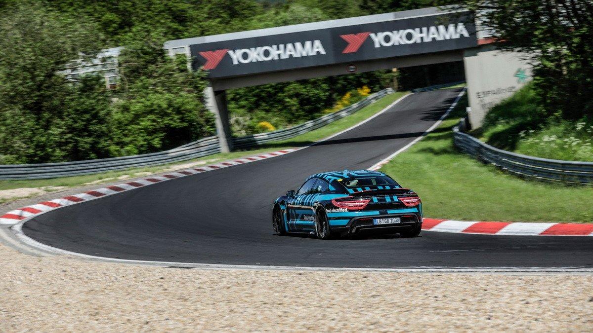 Porsche Taycan bate el record de velocidad en el trazado Nordschleife de Nürburgring