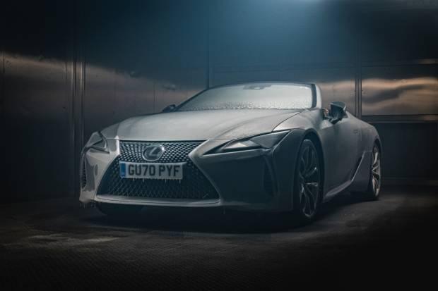 VÍDEO: ¿Es el Lexus LC cabrio capaz de sobrevivir a una noche a -18 grados?