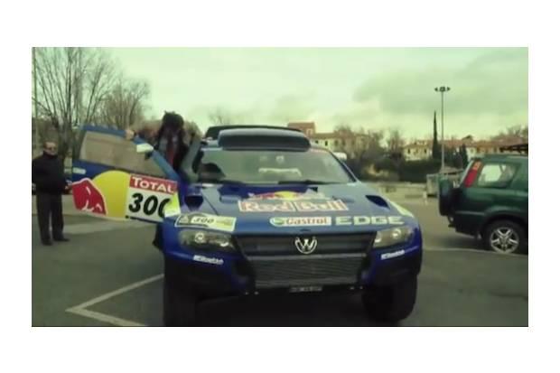 Vídeo: Red Bull Taxi, Carlos Sainz y su Volkswagen Touareg