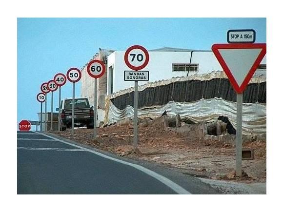 120 señales en un tramo de carretera en Pontevedra: Confusión=Peligro