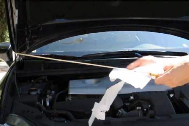 Vídeo: ¿Cómo medir el nivel de aceite de tu coche?
