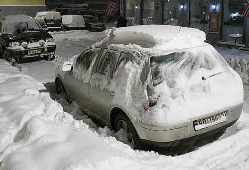 Aunque pienses que no te va a molestar, no dejes nieve en el techo. Foto por Egil Fujikawa Nes.