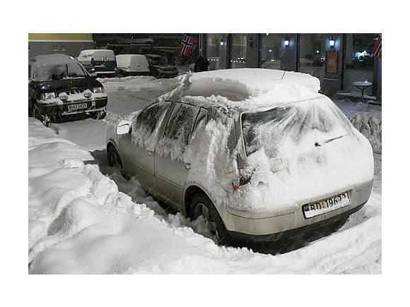Con el coche enterrado en la nieve: ¿Cómo arranco?