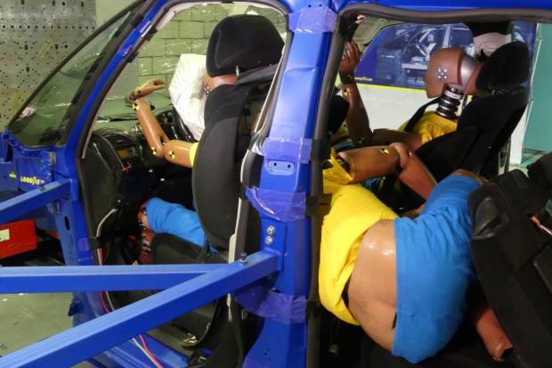 Un accidente a 56 km/h es mortal si viajas en una postura incorrecta