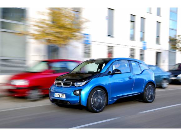 En 2025 BMW tendrá 25 coches eléctricos e híbridos enchufables