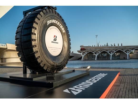Admira el neumático más grande del mundo en Valencia